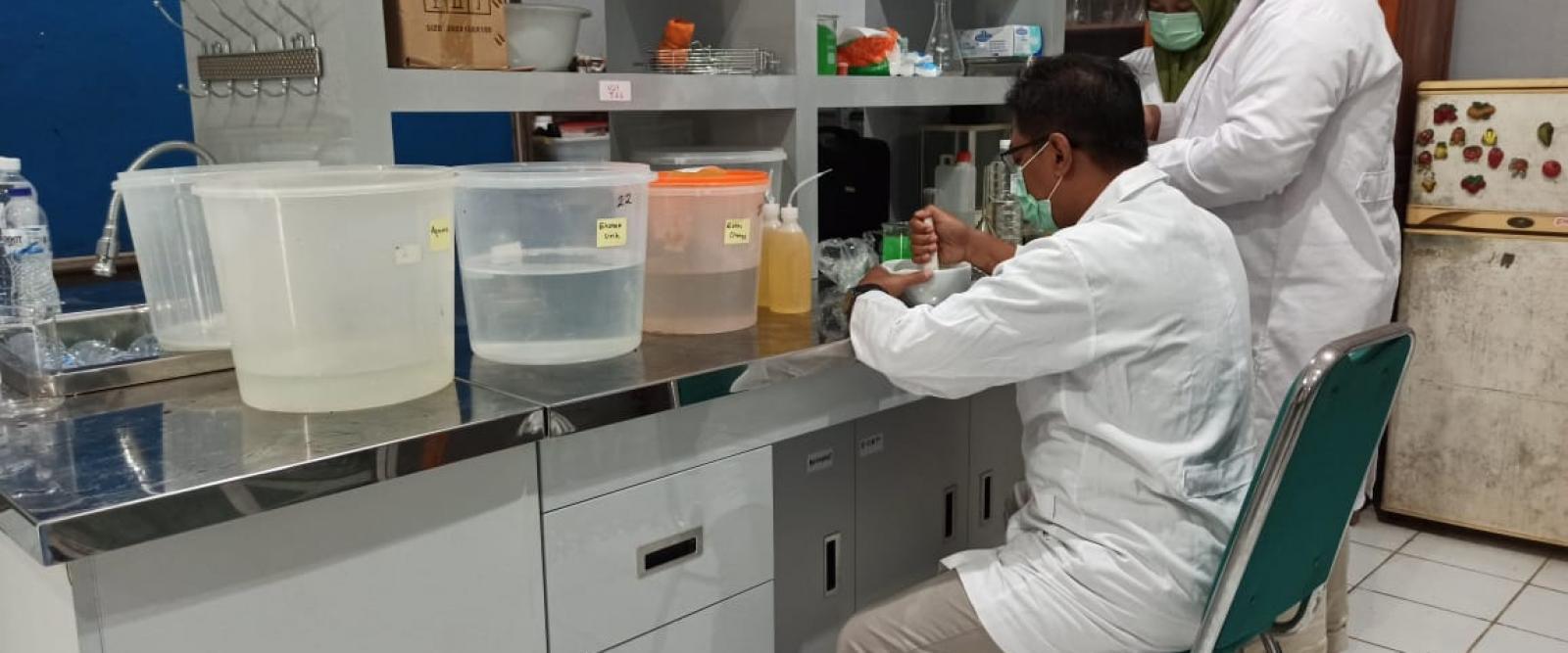 Prodi Budidaya Perairan produksi hand sanitizer SPIRO+
